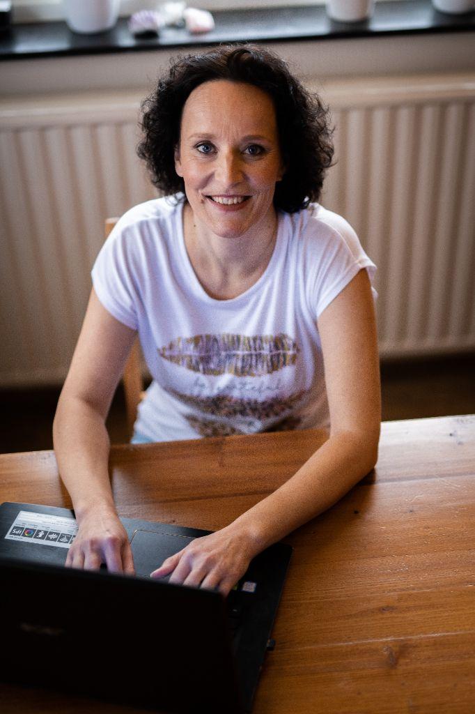 Nathalie Godart Praktijk Bij de Hand Anders Leren en Zijn staande foto